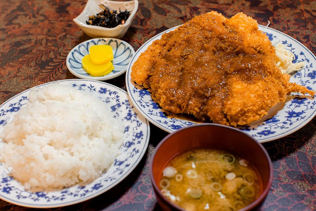 工藤精肉店食堂部 チキンカツ定食