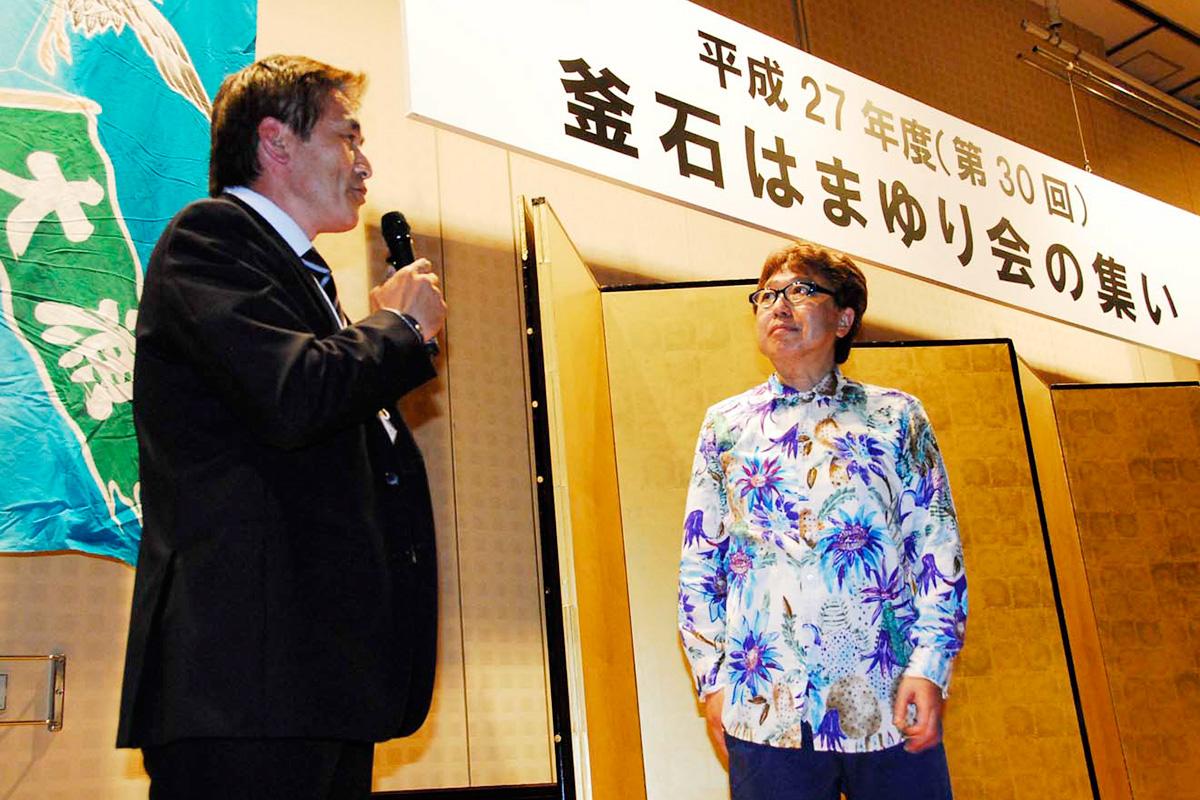 釜石で開催されるラグビーワールドカップを成功させようと呼びかける石山さん(左)、あんべさん