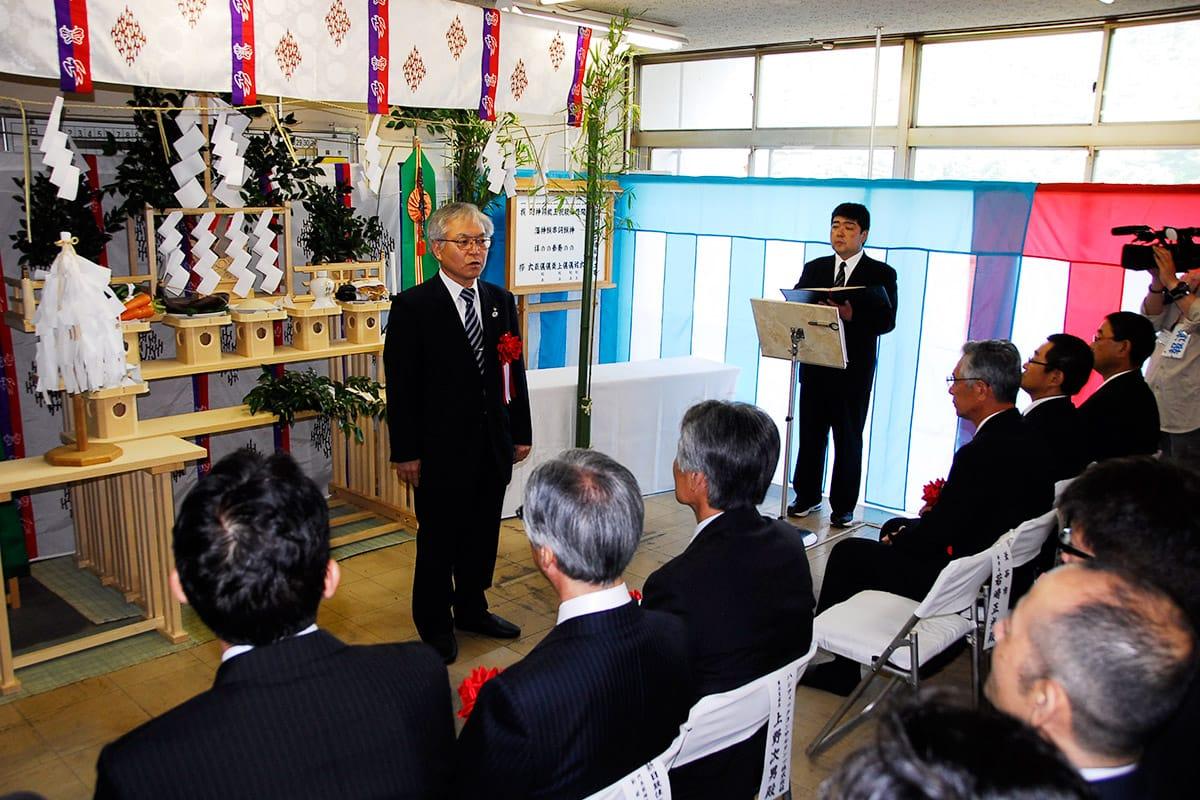 溶融炉の解体を惜しむ若崎正光副市長