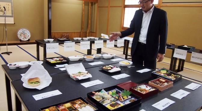 釜石と大船渡の人気の味を詰め込んだ13種類の「シェフズ弁当」を説明する小澤社長