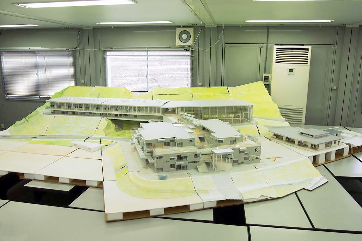 市立鵜住居幼稚園、鵜住居小、釜石東中の完成予定模型