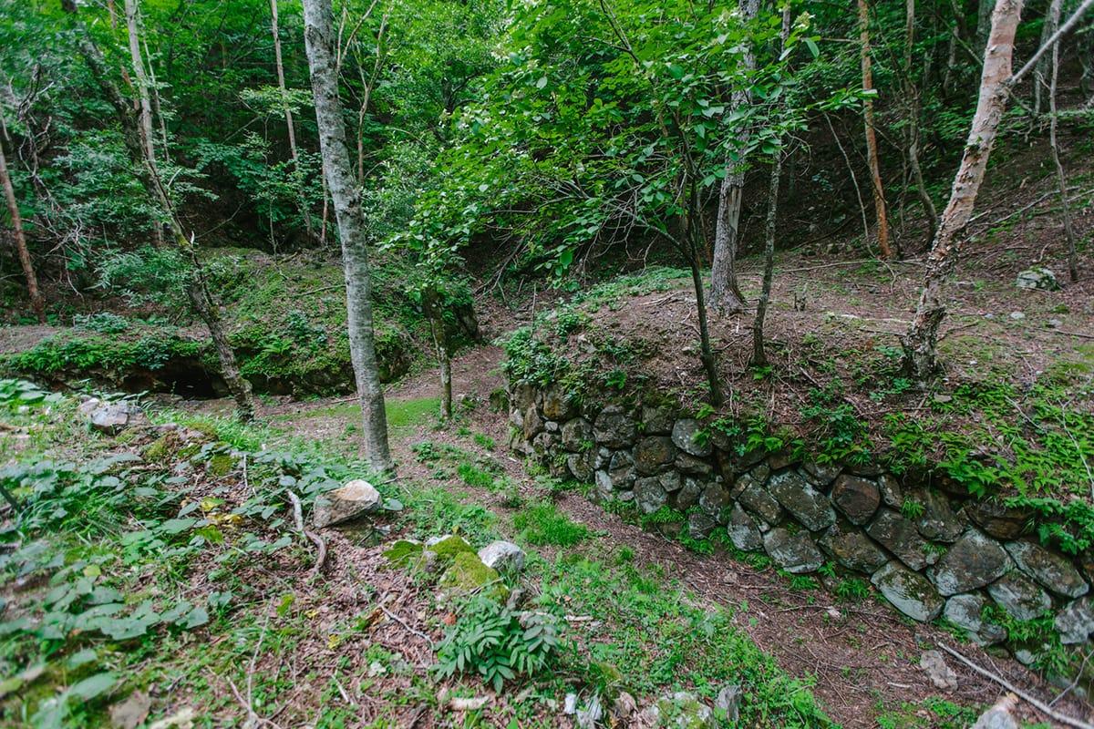 橋野鉄鉱山時代の露天採掘跡