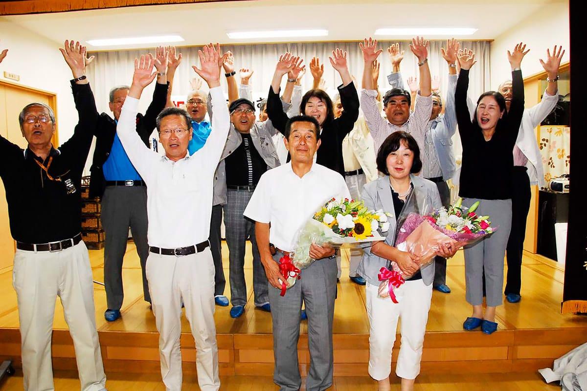 釜石市議会議員 トップ当選を喜ぶ千葉栄氏