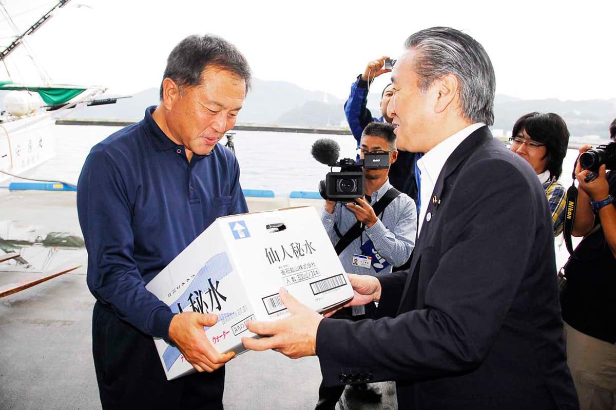 サンマ船を歓迎する野田釜石市長
