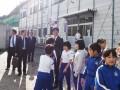 唐丹小・中では施設を見学し、児童らと交流した