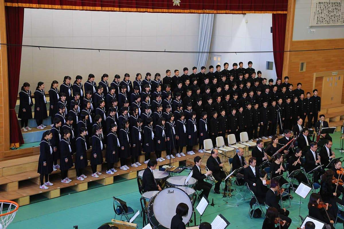 心一つに「校歌」などを歌い上げた大平中の全校生徒
