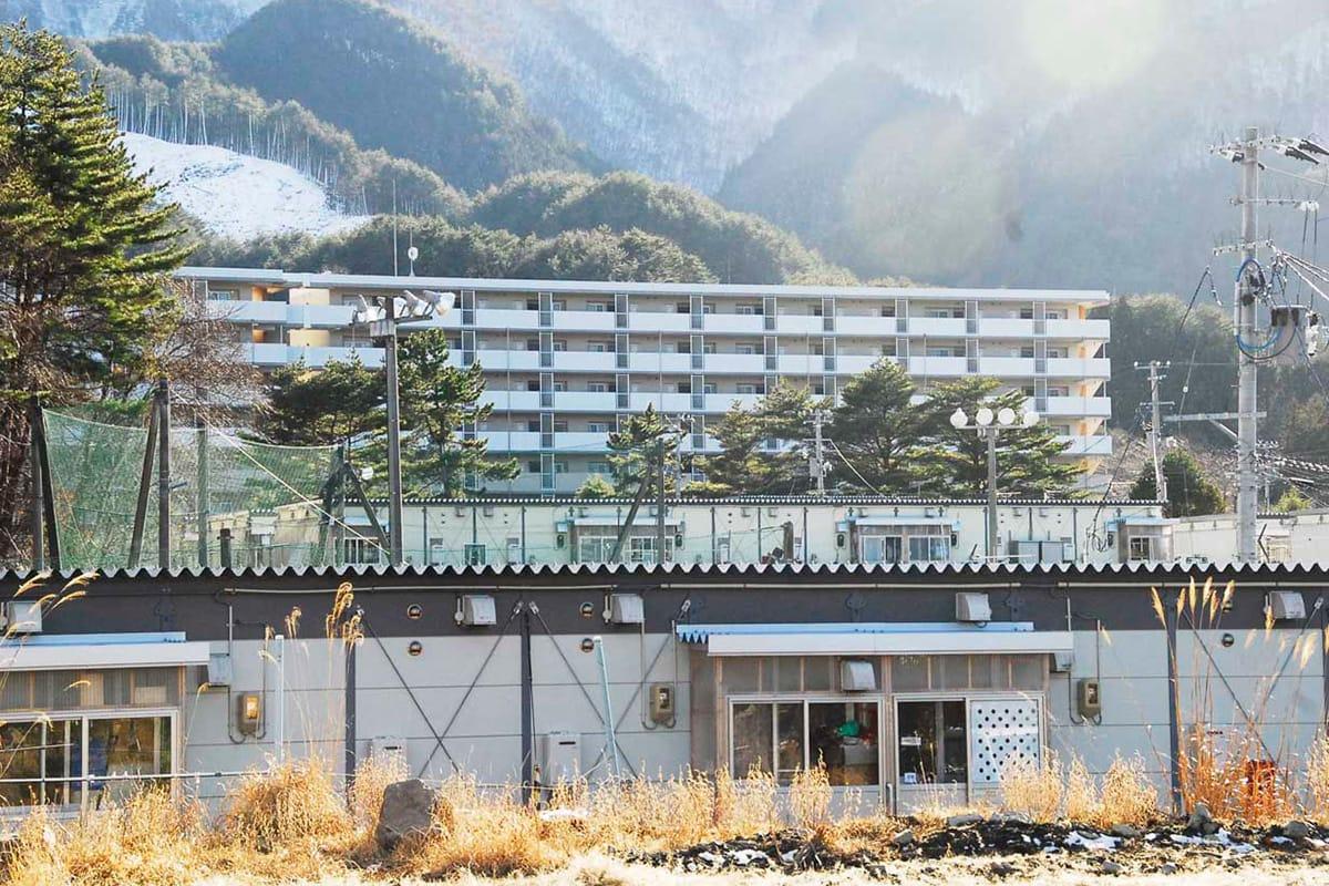 入居から間もなく2年。仮設団地そばに建つ平田災害公営住宅