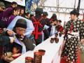 2分間で何杯食べられるかを競った「わんこそば大会釜石場所」。市内外の〝食士〟25人が熱戦を繰り広げた