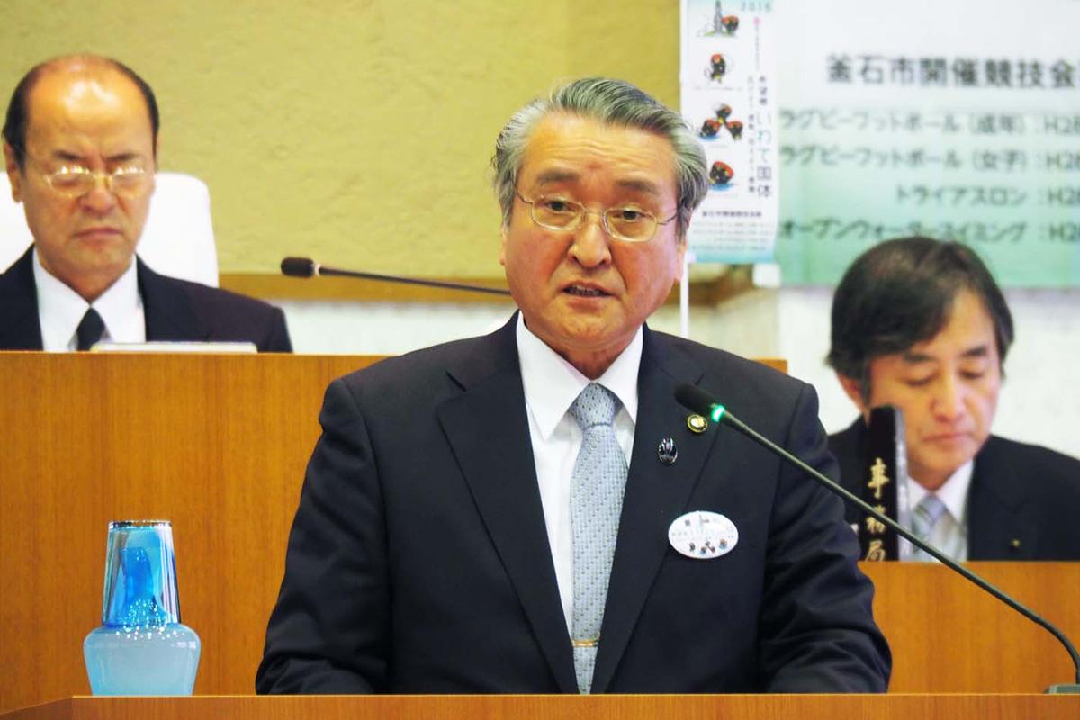 施政方針を述べる野田市長