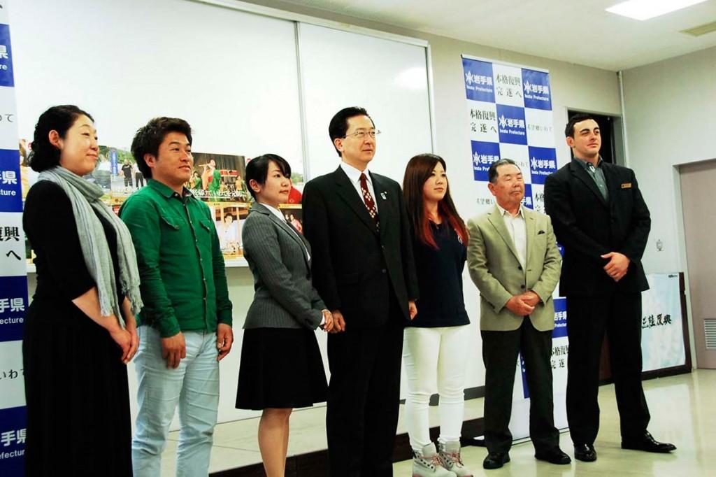 達増知事(中央)と意見を交わした釜石市と大槌町の6人
