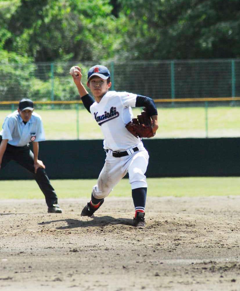 五回途中から継投し、延長戦を最後まで投げ抜いた鈴木孝輔投手