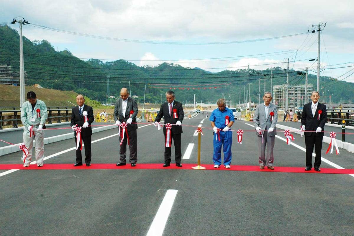 被災の国道45号 鵜住居「復興見える」新道路 開通を祝う会〜28日から切り替え、長内橋で渡り初め