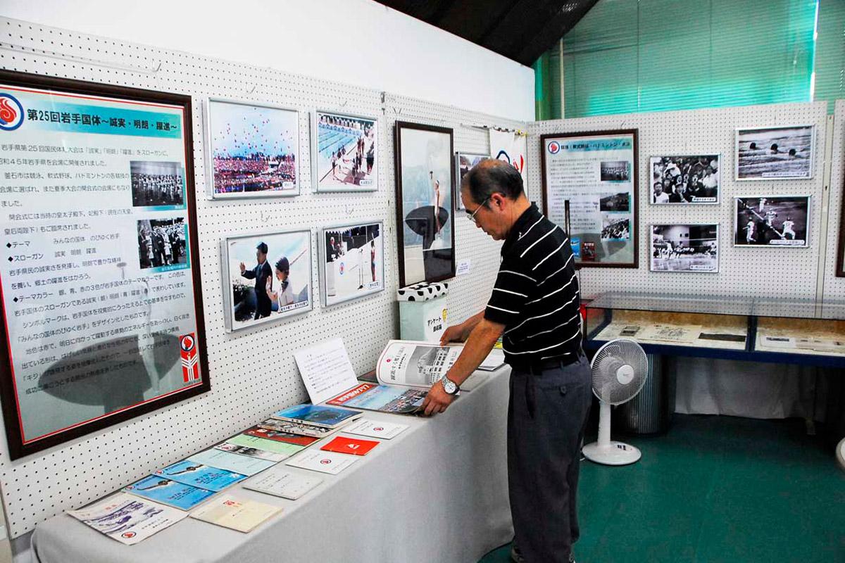 市郷土資料館体験学習室に設けられた「国体展」のコーナー