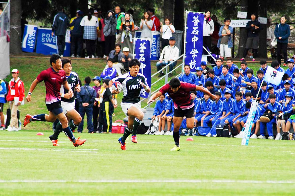 秋田との敗者戦で後半2分にトライを決める菅野朋幸(新日鉄住金釜石)
