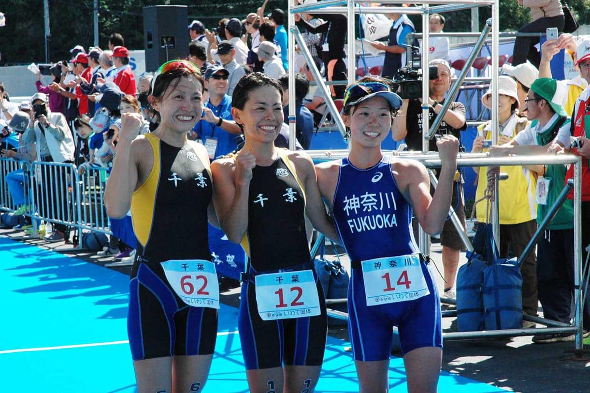 成年女子1位の上田藍選手、2位の加藤友里恵選手、3位の福岡啓選手