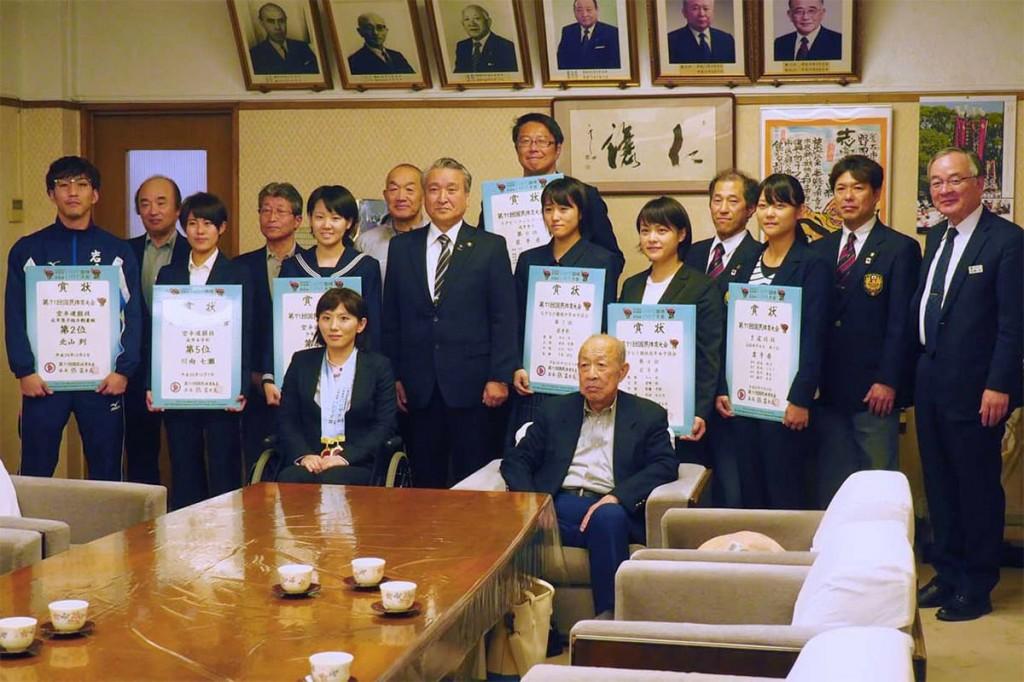 いわて国体で活躍した選手たち。野田市長に喜びを報告した