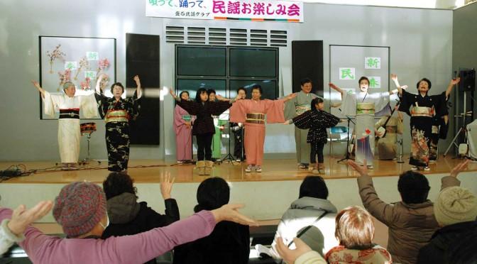 観客と一緒に健康体操を楽しんだステージ。曲は水戸黄門の主題歌「ああ人生に涙あり」