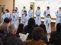 渡辺さんの教えを胸にクリスマスソングを歌うノイホフクワィアーのメンバー