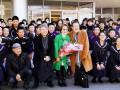 釜石高の生徒らに大歓迎を受けた倍賞さんら