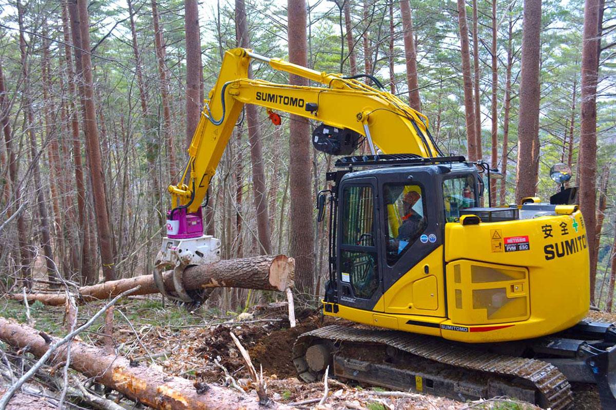 高性能林業機械を使った間伐現場の様子=栗林町、釜石地方森林組合提供
