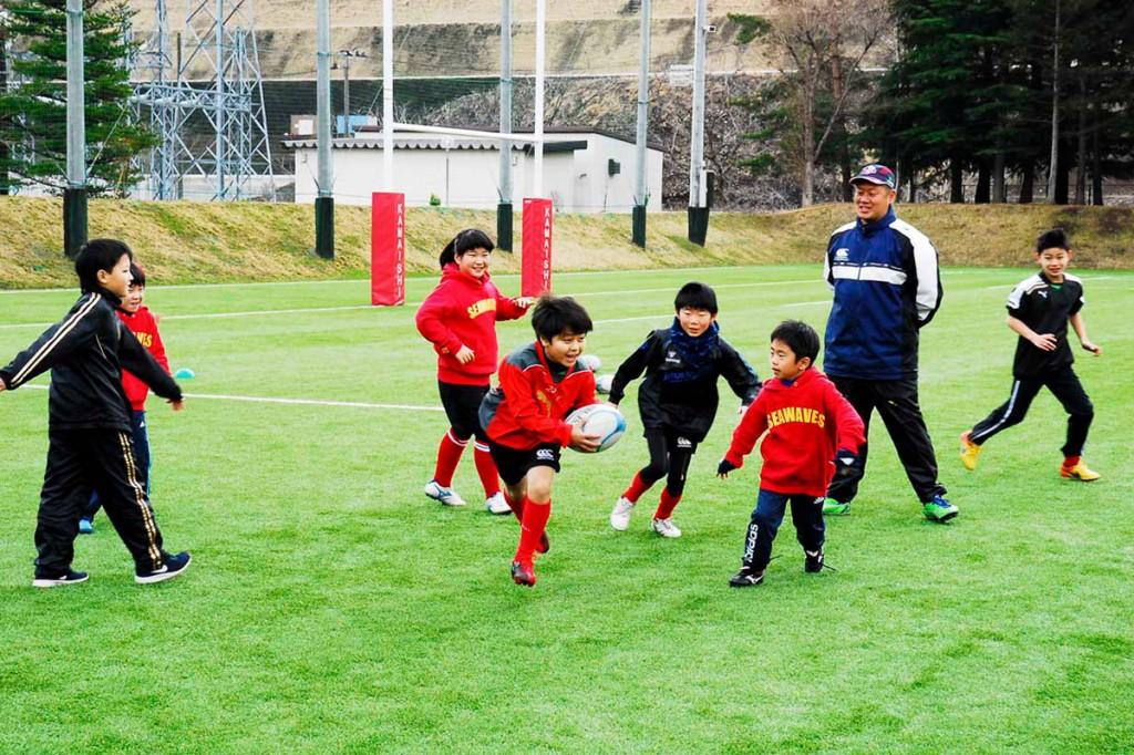 待望のシーズン到来に心躍らせながら練習に励むSWジュニアの団員ら