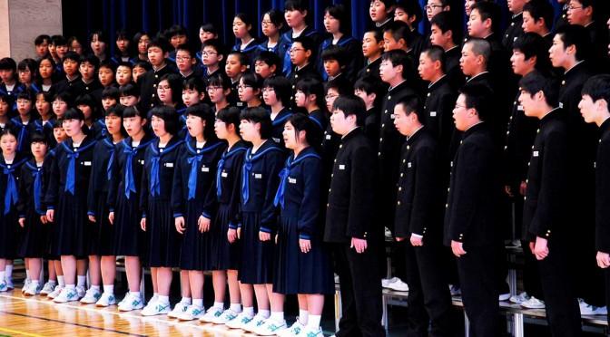 いつかこの海をこえて」など2曲を合唱した釜石東中生