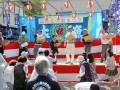 第5回開催記念の餅まきは2回に分けて実施。ホタルの里を守り育てる住民らが交流の輪を広げた