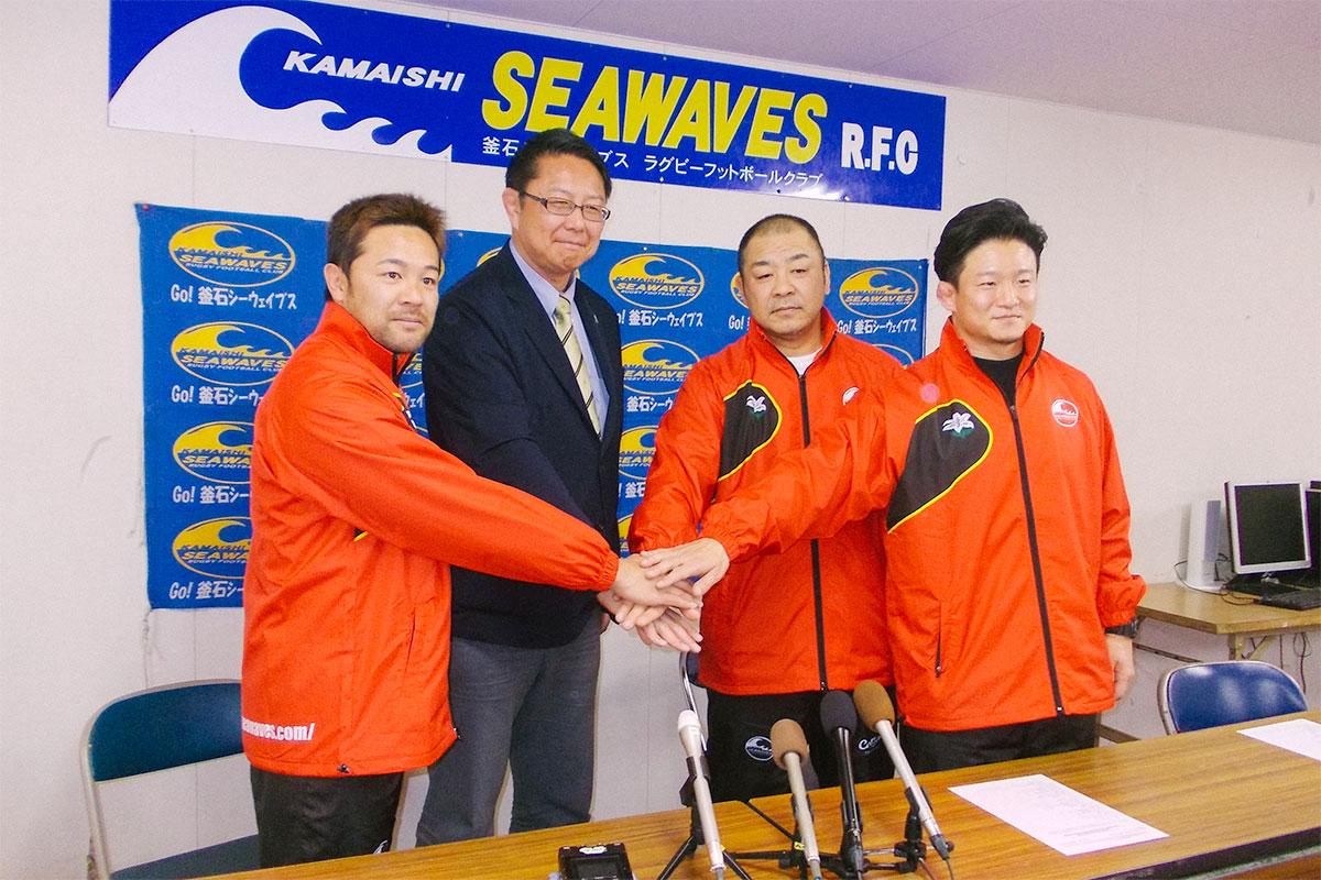 今年3月14日 新コーチングスタッフ発表記者会見(写真向かって右から2番目が小村HC)
