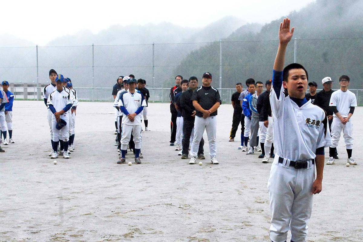 7年ぶりに元気な顔をそろえたお盆野球大会の参加者ら