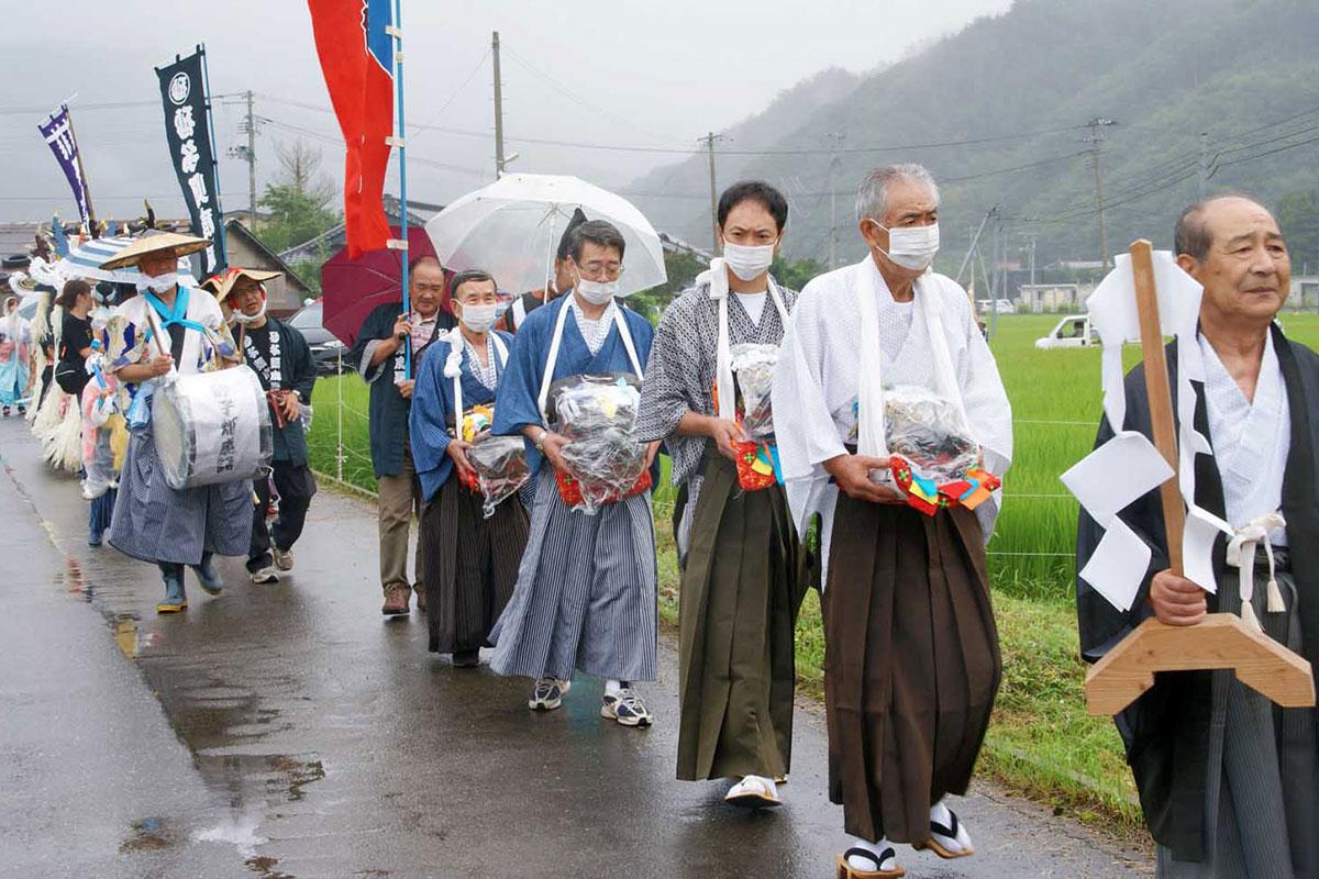 15年ぶりに権現様が地域をめぐった丹内神社の祭