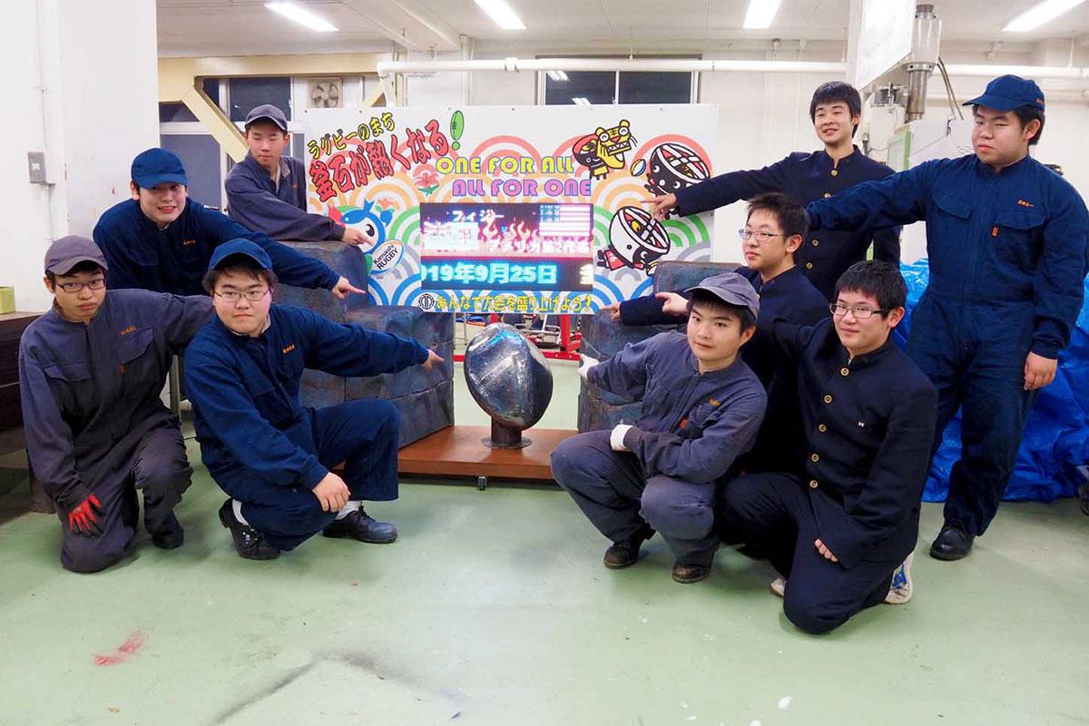 ラグビーW杯のカウントダウンボード製作に取り組む釜石商工高生