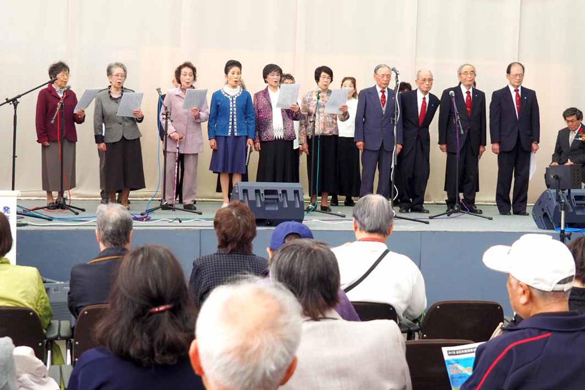 開会式で詩吟を披露した釜石、八雲吟詠会