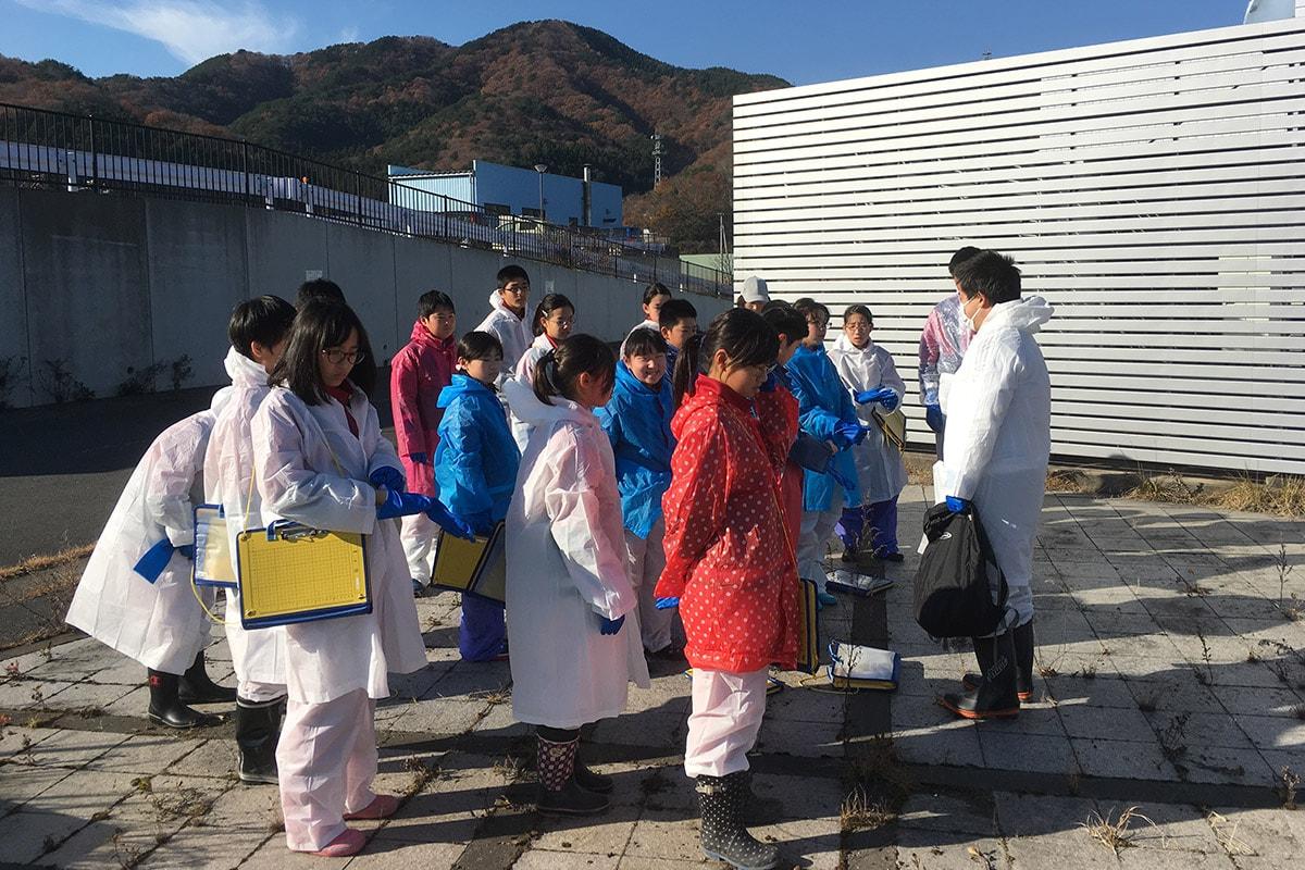水産技術センターに集合した釜石小学校6年生