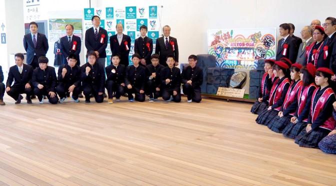 釜石での第1戦まで650日に合わせて披露されたカウントダウンボードと、製作した釜石商工生ら