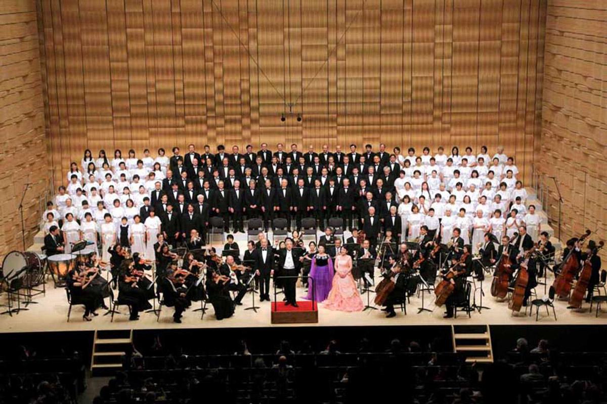 """釜石市民ホールの""""こけら落とし""""を祝う40回目の「かまいしの第九」。800人余りの聴衆も一つになった"""