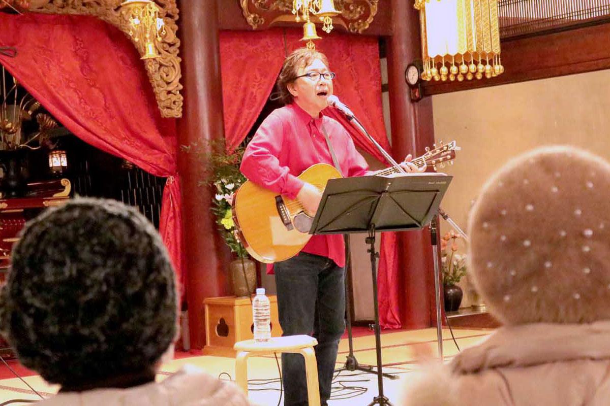 さまざまな歌を歌い、復興を願う思いを届けたあんべ光俊さん