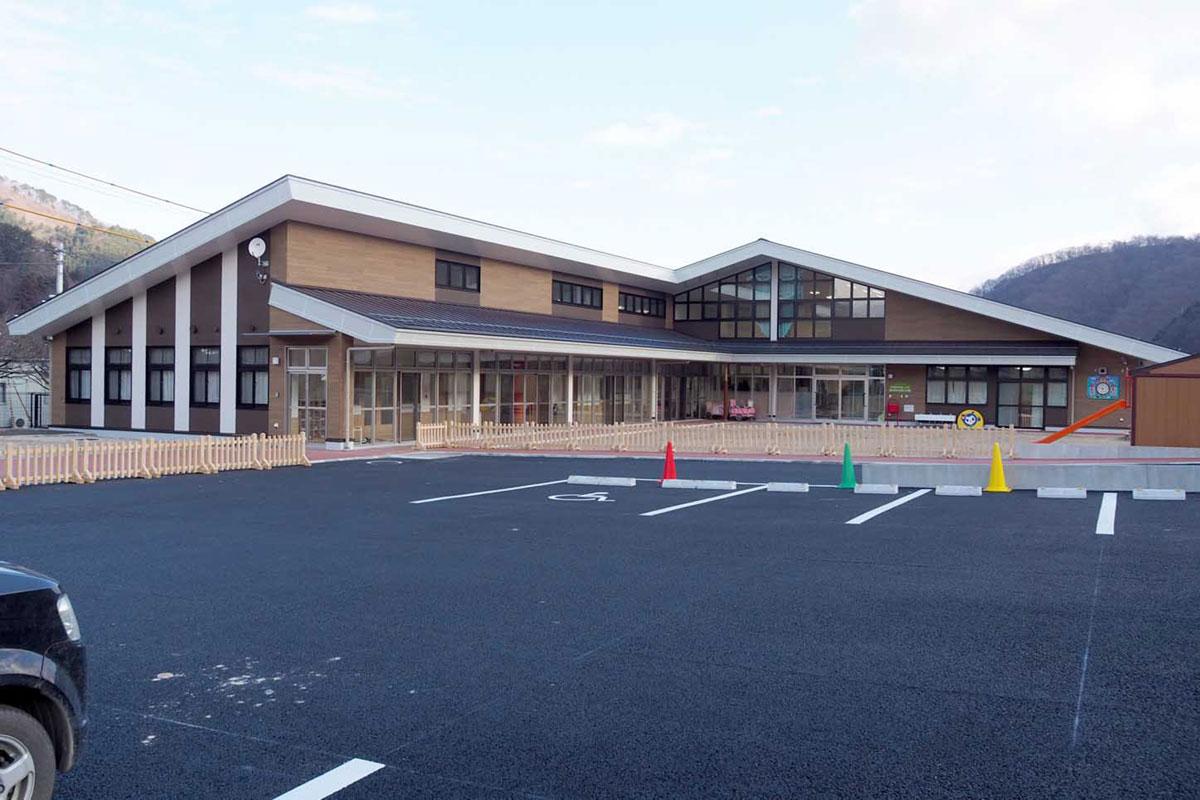 新築された上中島こども園。同じ敷地に児童館、すくすく親子教室も整備された