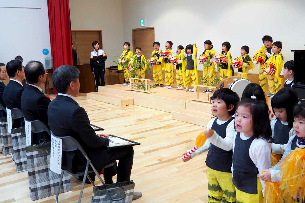 開所式では園児が元気いっぱい虎舞を披露した