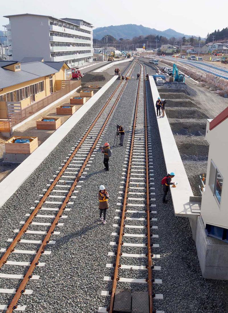 復旧、整備が進み、報道陣に公開された陸中山田駅のホーム(前方が釜石方面)