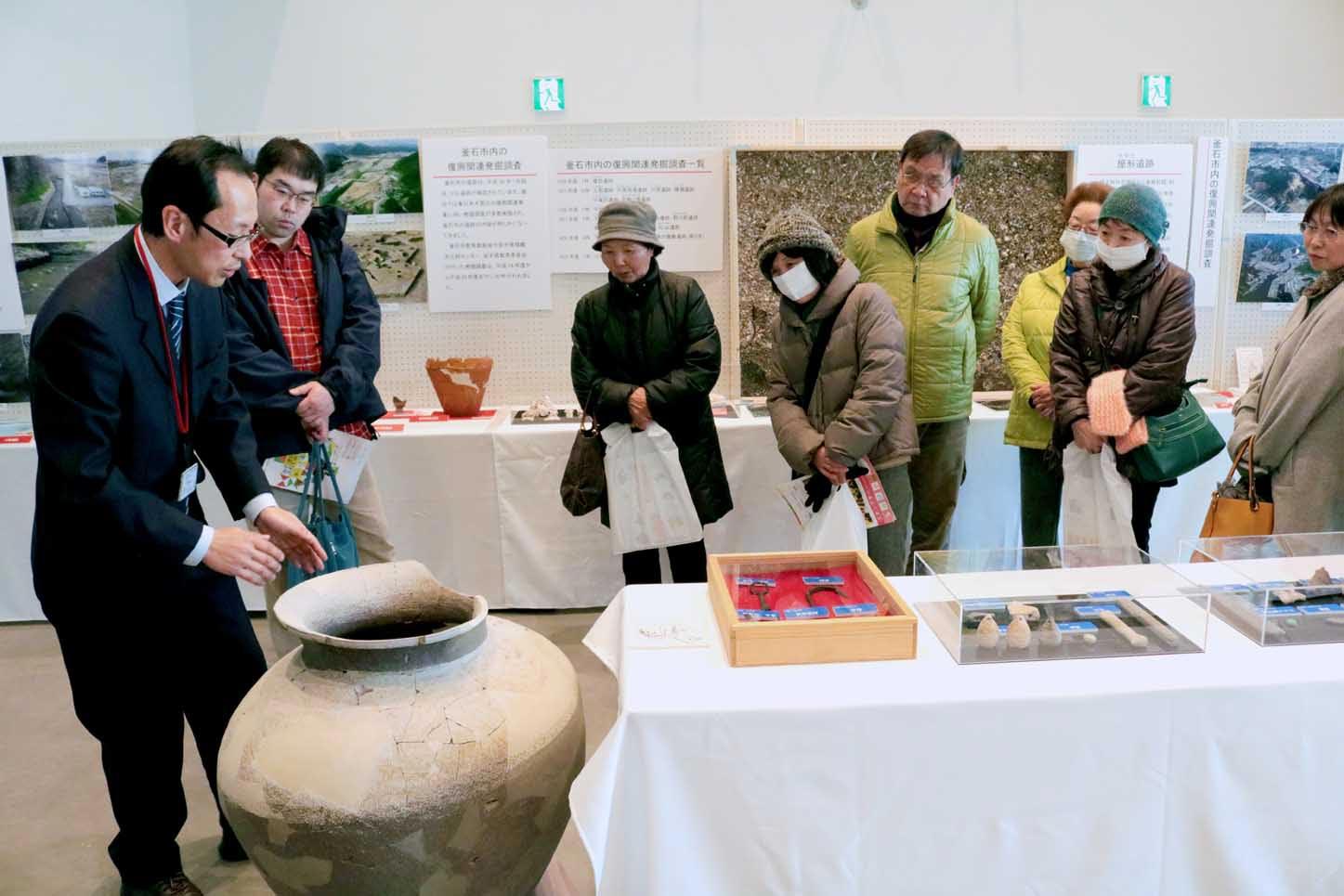 埋蔵文化財展では、大昔の人々の暮らしを垣間見ることができるさまざまな遺物が展示された