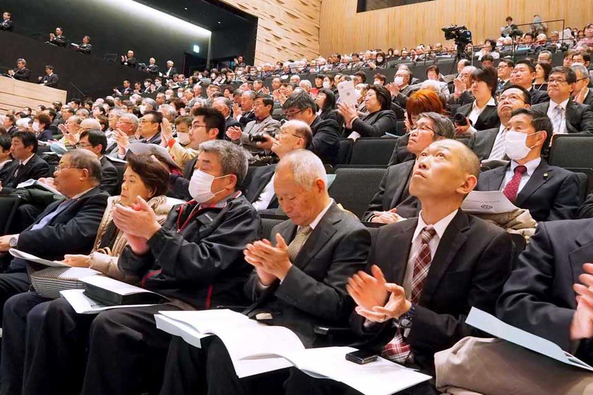 節目の記念式典に未来の釜石へ思いをはせる市民ら
