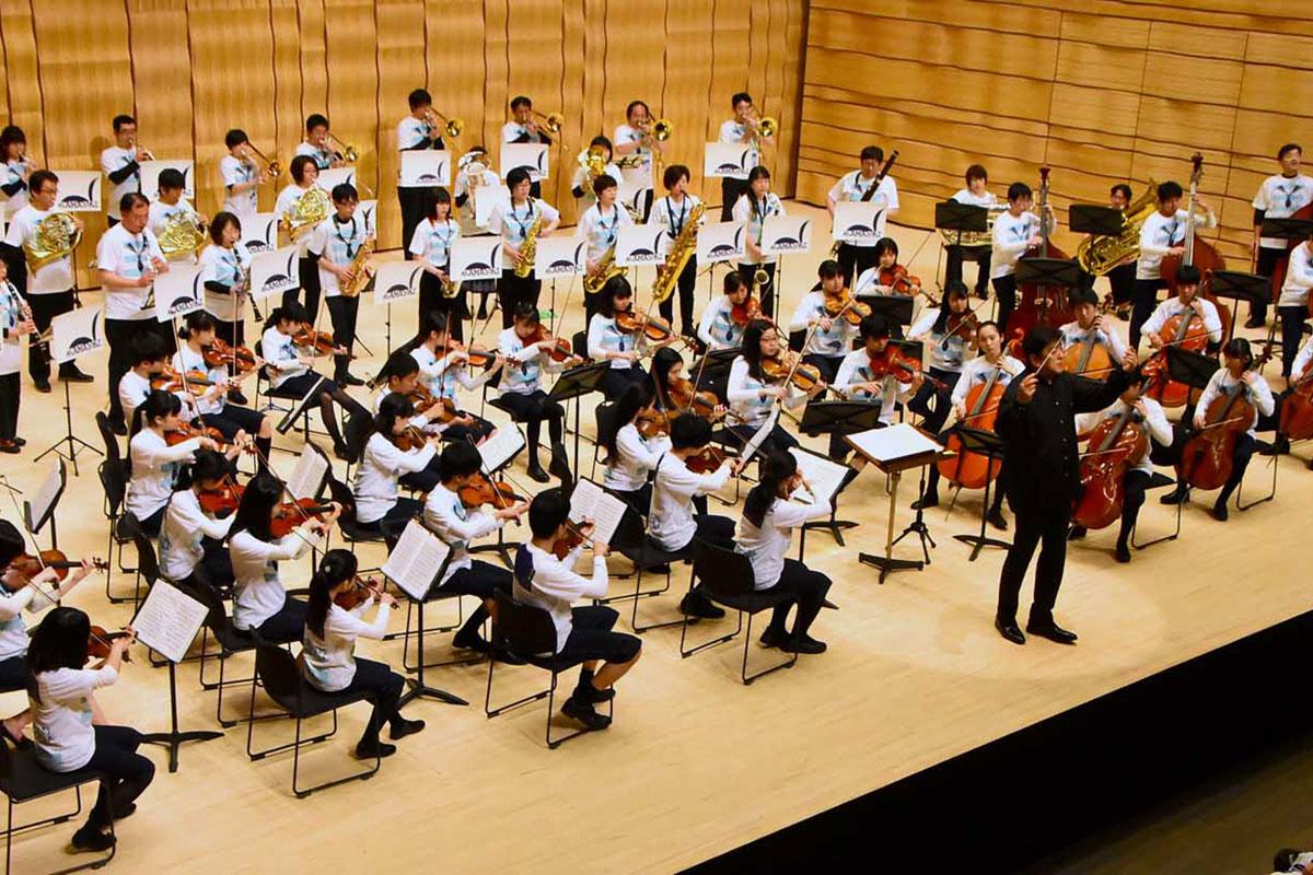 釜石市民吹奏楽団と合同で演奏するスーパーキッズ・オーケストラ