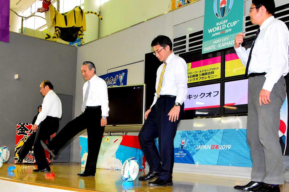 キックオフで合同事務所の開所を祝う野田市長ら