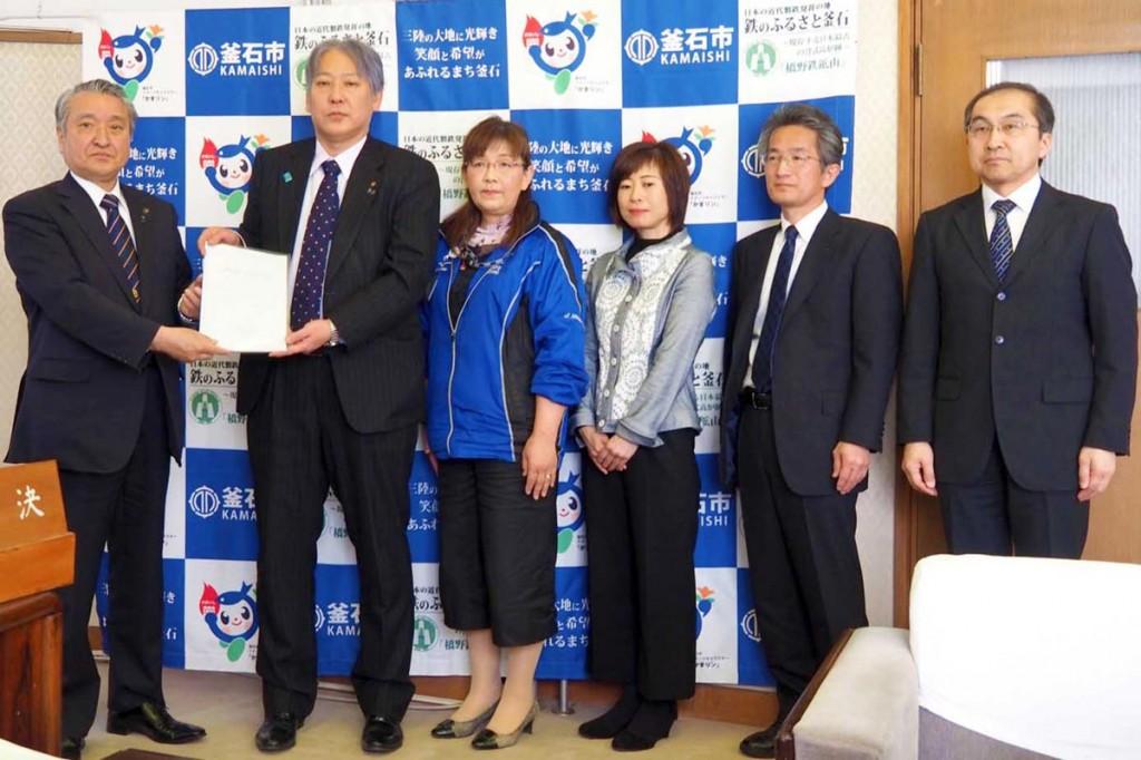 鵜住居地区のまちなか再生計画書を野田市長に提出する策定委員会メンバー