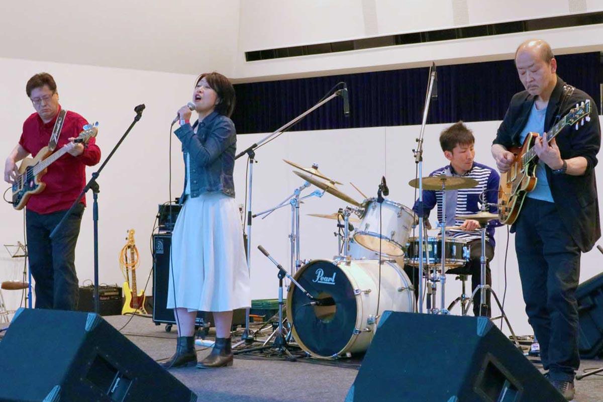 ジャズ、昭和歌謡などを透き通る歌声に乗せて届けたソウルメイトのステージ
