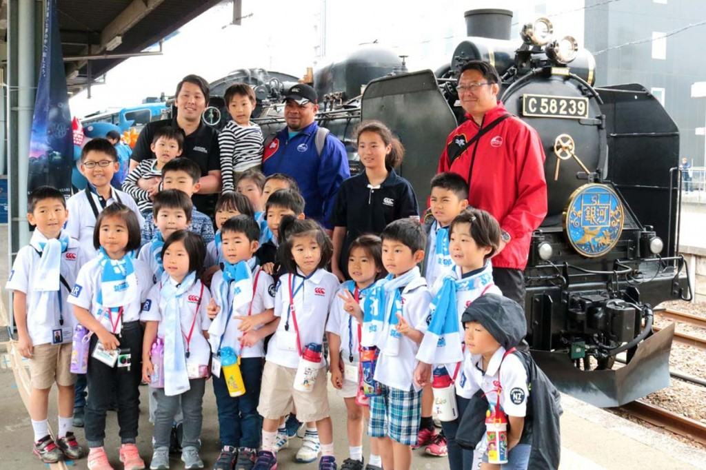 SL乗車に期待を高める東京の子どもたち。釜石ではラグビー体験も楽しんだ