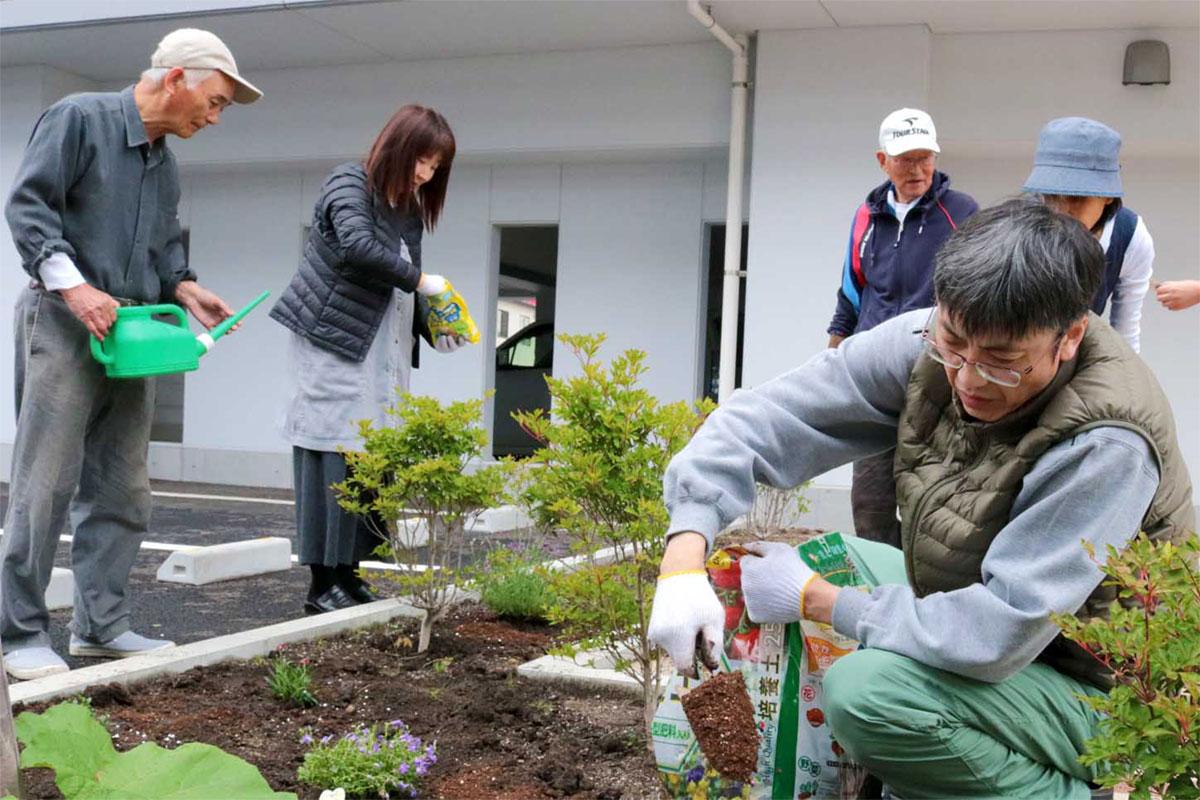 植物を植え、潤いのある住宅環境に…