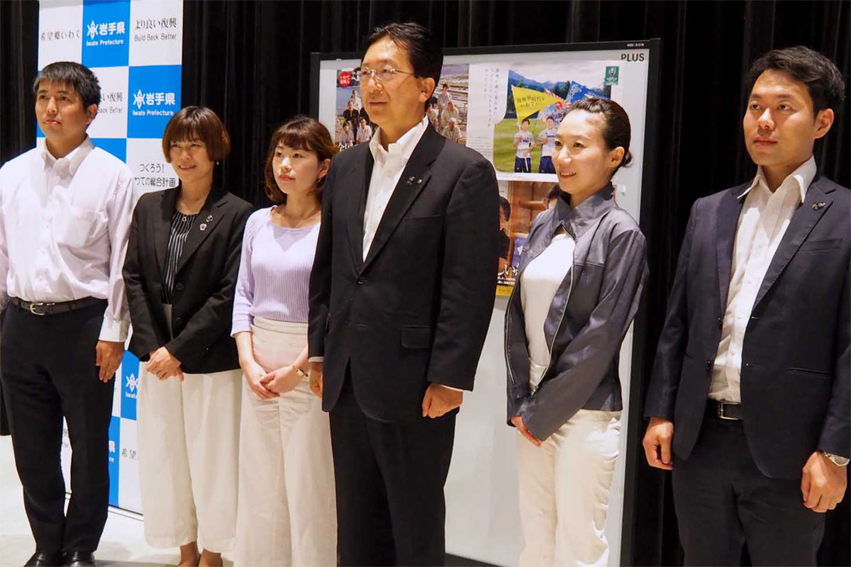 達増知事(右から3人目)と意見を交わした釜石・大槌地域の5人