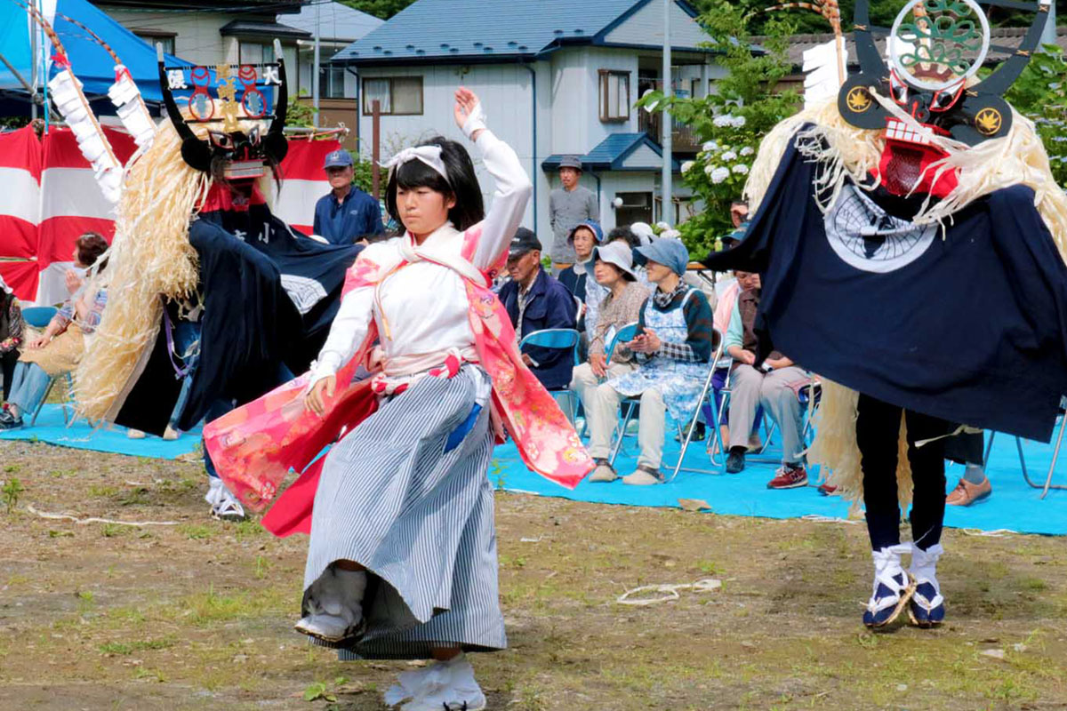 今年も祭りを盛り上げた地元の「小川鹿踊り保存会」