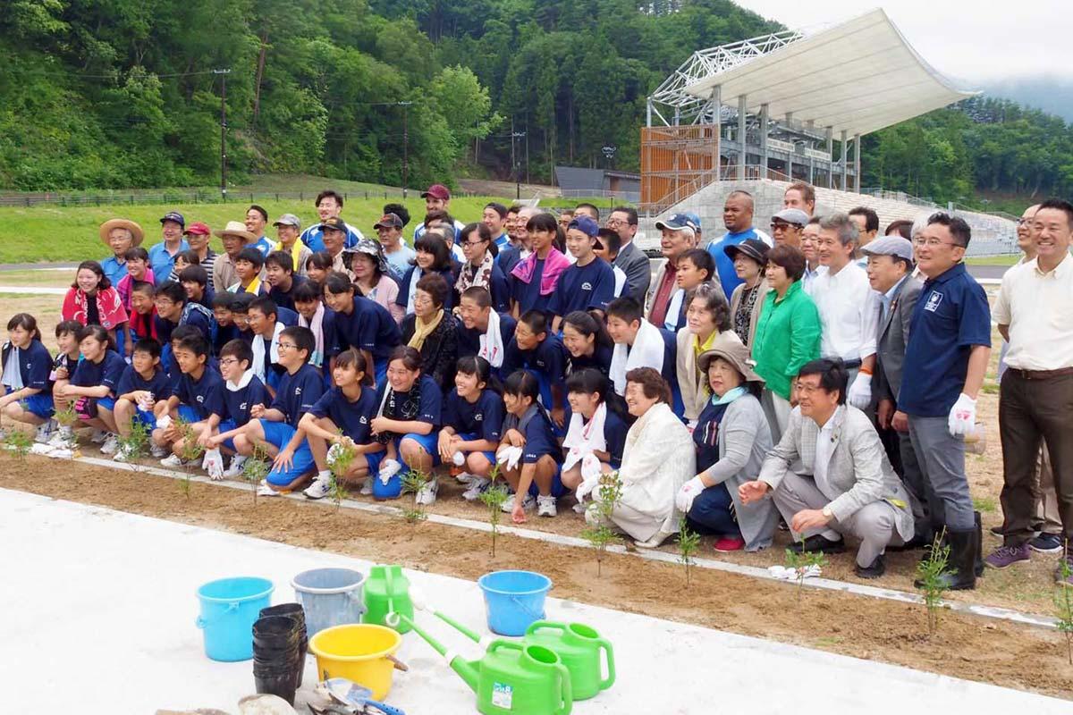 釜石の復興を願い、協力し合って作業に励んだ参加者